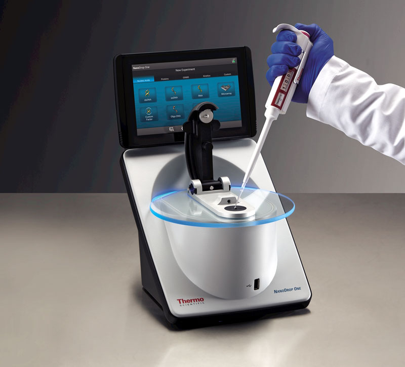 NanoDrop-one-w-pipette-hand---9482_17090-One_0